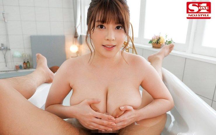 美乳のAV女優・有栖花あか2